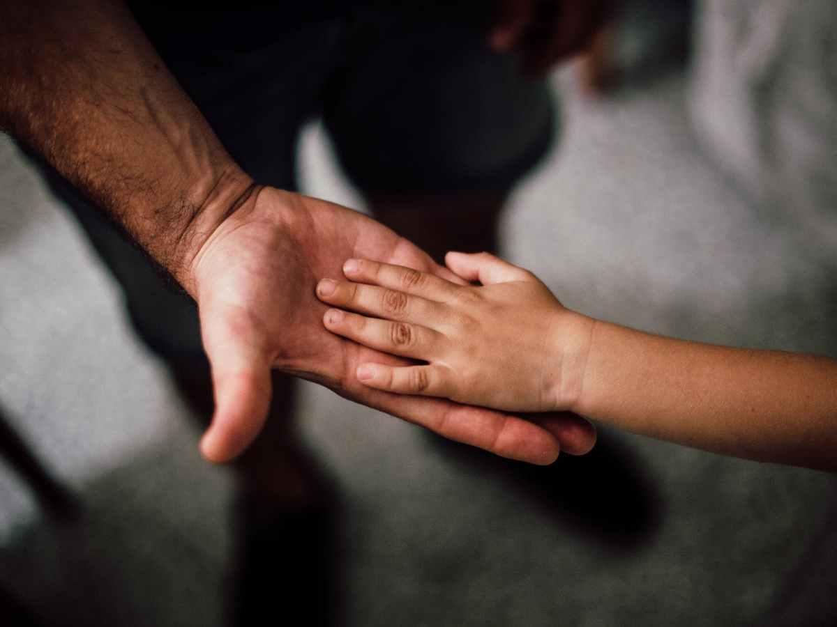 Sortir-père-célibataire-avantages-inconvénients